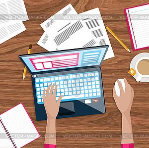 Draufsicht des Geschäftsmannes auf seinem Arbeitsplatz - Vektor-Clipart / Vektor-Bild